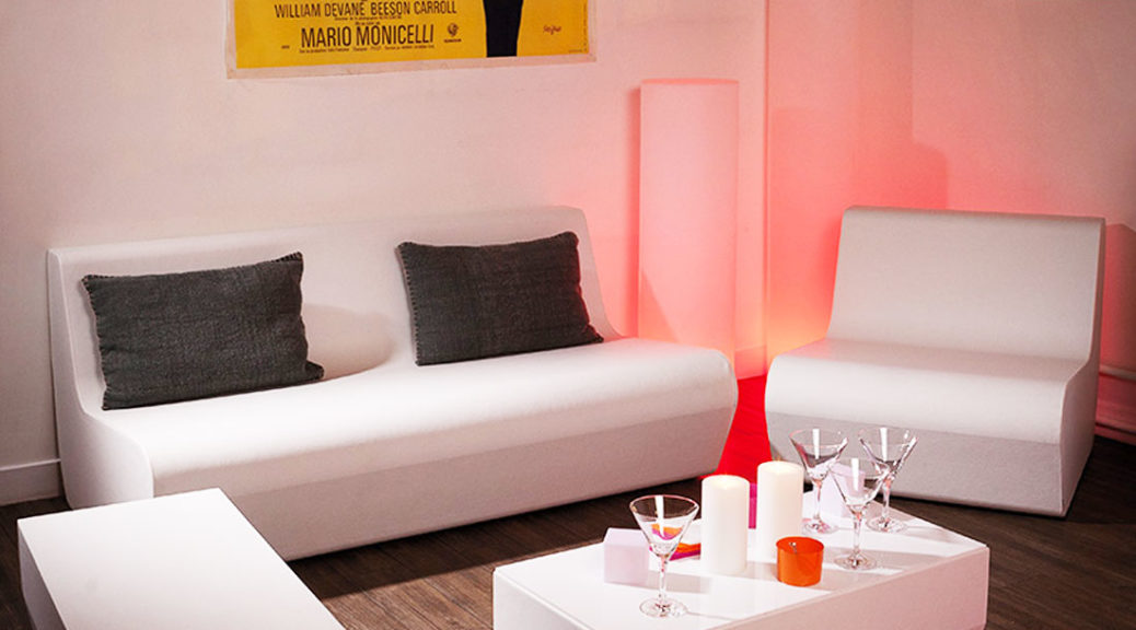 Salon lounge pool blanc tendance light club